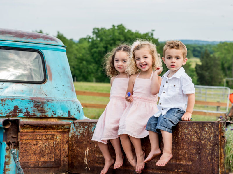 Kids portrait by Southern Pennsylvania and Philadelphia family photographer Tara Lynn of Silver Orchid Photography